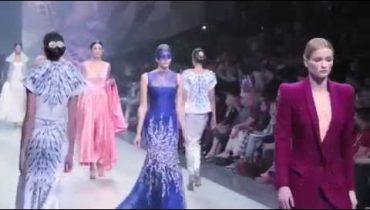 تابعي عرض أزياء Ezra خلال Fashion Forward