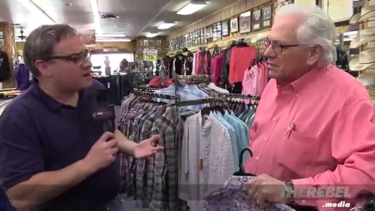 Ezra gets fashion advice – Texas style!